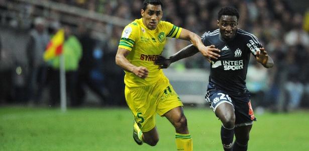 Brice Dja Djédjé (à dir) passou por clubes com Olympique e Watford; hoje, joga no Lens