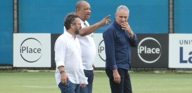 Tite e o auxiliar Cleber Xavier acompanham treinamento do Grêmio - Marinho Saldanha/UOL