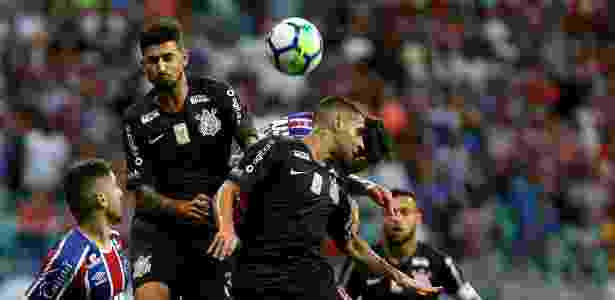 Bahia vence pela insistência e bate Corinthians no final na Fonte ... 26cf185cb9304