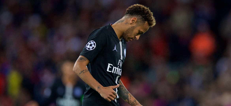 Neymar lamenta derrota do PSG para o Liverpool na Liga dos Campeões - Xinhua/Han Yan