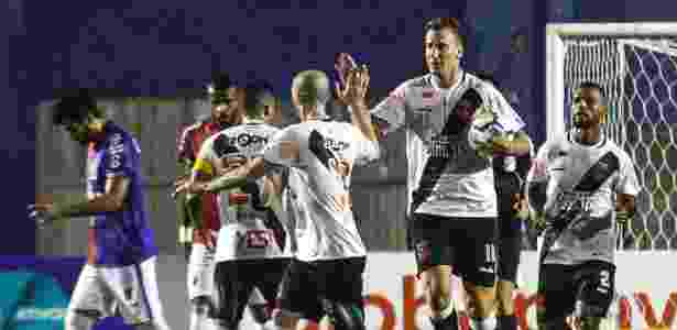 Maxi López comemora gol marcado pelo Vasco contra o Paraná, pelo Brasileirão - Gabriel Machado/AGIF - Gabriel Machado/AGIF