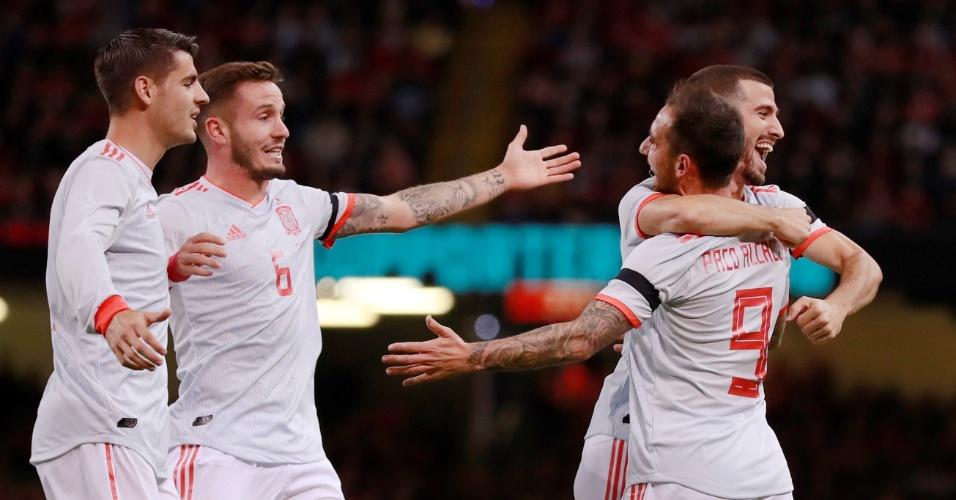 Jogadores da Espanha comemoram gol marcado por Paco Alcácer