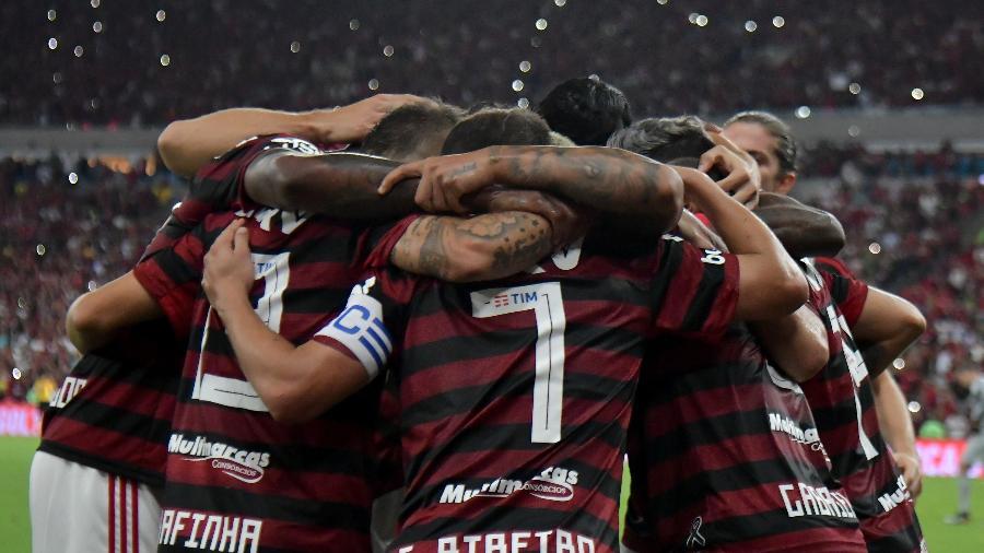 Jogadores do Flamengo comemoram gol contra o Internacional; time tem semana decisiva - Thiago Ribeiro/AGIF