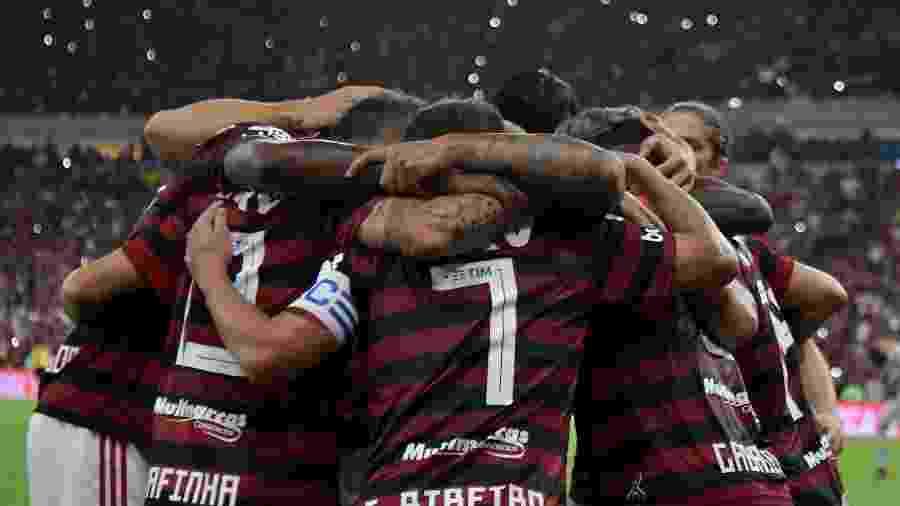 Comemoração dos jogadores do Flamengo contra o Internacional, em jogo do campeonato brasileiro  - Thiago Ribeiro/AGIF
