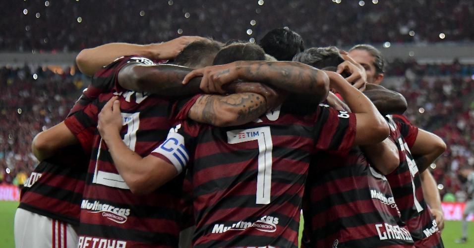 Jogadores do Flamengo comemoram gol contra o Internacional