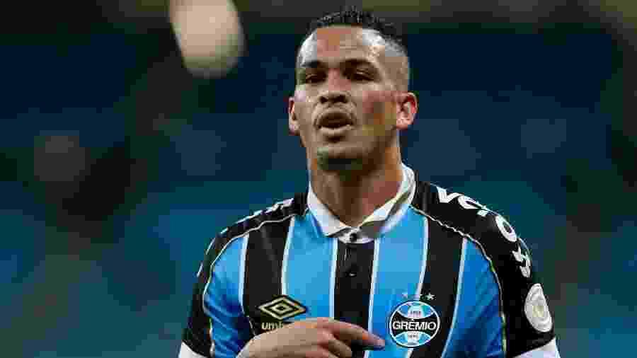 Luciano é dupla de Tardelli no ataque do Grêmio e tem conquistado espaço no time - Jeferson Guareze/AGIF