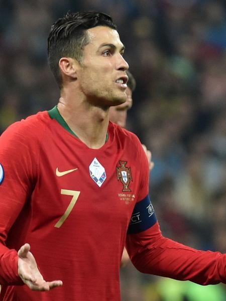Cristiano Ronaldo em partida entre Ucrânia e Portugal pela eliminatórias da Eurocopa - Genya SAVILOV / AFP