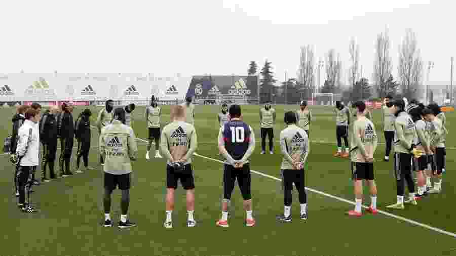 Elenco do Real Mdarid faz um minuto de silêncio em homenagem a Kobe Bryant antes de treino - Reprodução/Facebook/Real Madrid C.F.