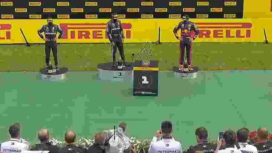 Pódio do GP da Estíria teve robôs entregando troféus - Reprodução