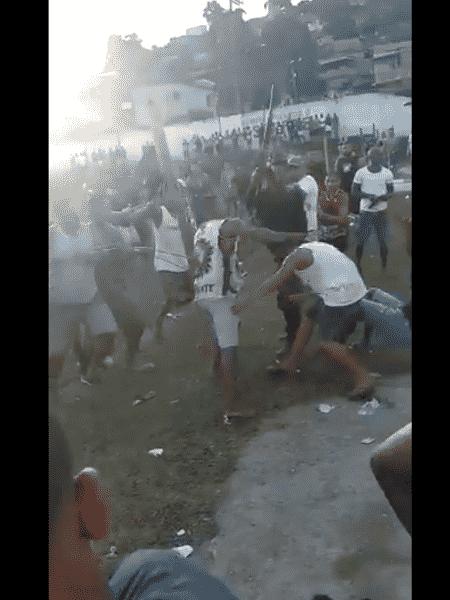 O tumulto aconteceu no Campo da Beira, no bairro de Nova Aurora, em Belford Roxo - Reprodução / Twitter
