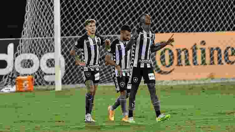 Matheus Babi comemora seu gol pelo Botafogo na partida contra o Vasco, pela Copa do Brasil - Thiago Ribeiro/AGIF - Thiago Ribeiro/AGIF