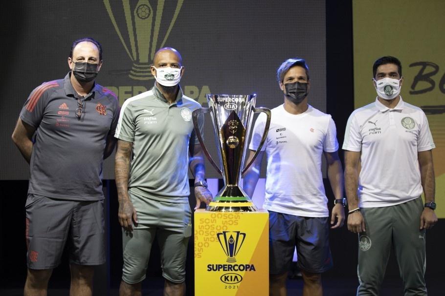 Técnicos e capitães de Palmeiras e Flamengo antes da final da Supercopa do Brasil