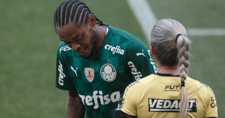 Luiz Adriano lamenta impedimento do gol que ampliaria placar no dérbi