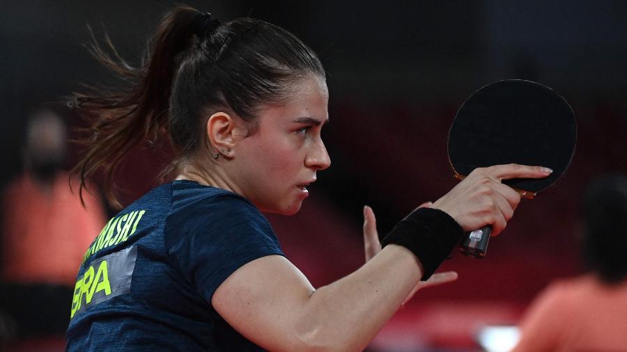 Bruna Takahashi contra Hong Kong na eliminação do Brasil da disputa de equipes no tênis de mesa feminino  - ADEK BERRY / AFP