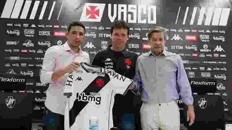 Fernando Diniz foi apresentado no Vasco pelo presidente Jorge Salgado e o diretor Alexandre Pássaro - Rafael Ribeiro/Vasco - Rafael Ribeiro/Vasco