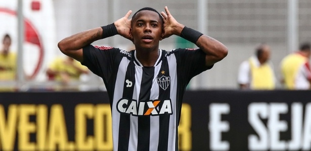 Robinho levou a bola do jogo para casa e premiou adversário com a camisa do jogo