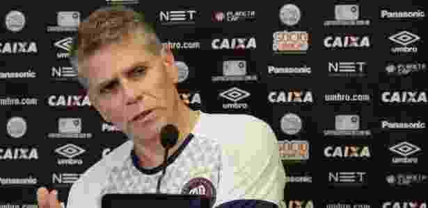 Paulo Autuori foi expulso durante o empate contra o Atlético-MG - Gustavo Oliveira/Site Oficial do Atlético-PR