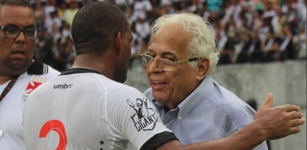 Eurico Miranda viajou com o Vasco para Manaus e recebeu bronca de seus médicos