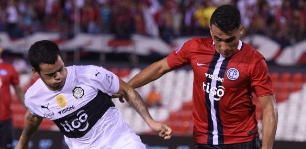 Bruno Valdez (d) pode reforçar o Flamengo para a disputa do Brasileirão