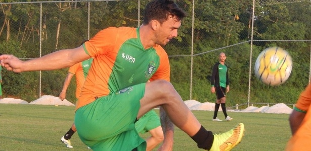 Em quatro meses no novo clube, zagueiro já é um dos pilares na defesa do América-MG