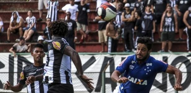 Com mais um gol na conta, Léo é agora o terceiro maior zagueiro artilheiro do Cruzeiro