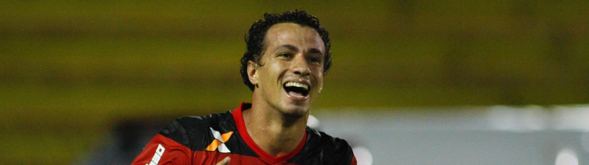 Leandro Damião marca para o Flamengo no duelo contra a Portuguesa-RJ