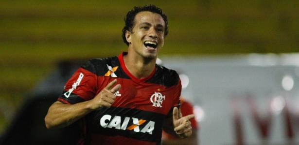 Leandro Damião acertou a renovação de contrato com o Flamengo até 31 de dezembro