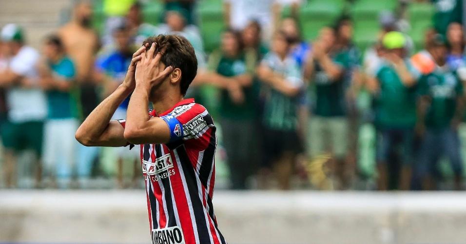 Rodrigo Caio se desespera no duelo do São paulo contra o Palmeiras