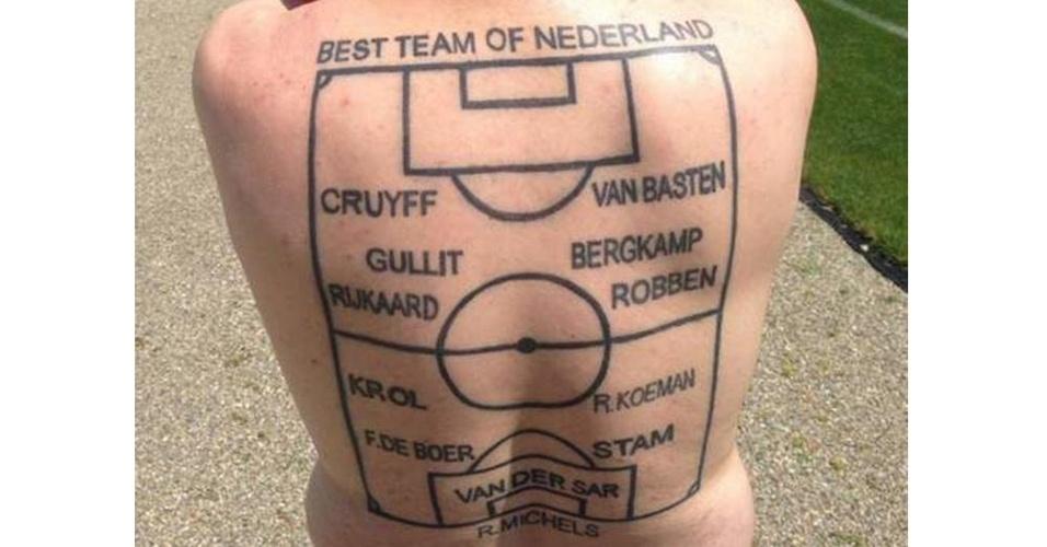 Depois de eleger a seleção dos sonhos da Holanda, este torcedor fez questão de tatuar a escalação nas costas