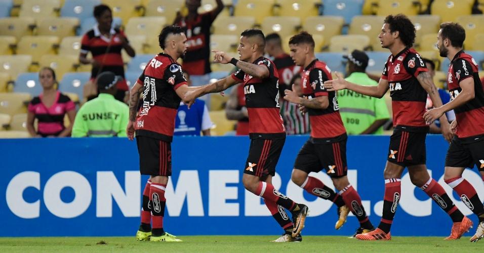 Everton comemora gol do Flamengo contra o Fluminense