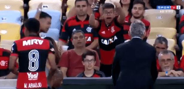 Torcedor do Flamengo se desespera com entrada de Márcio Araújo em jogo - reprodução/SporTV - reprodução/SporTV