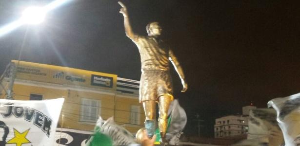 Estátua de Zito ficará exposta em frente ao portão 6 da Vila Belmiro - Samir Carvalho/UOL Esporte