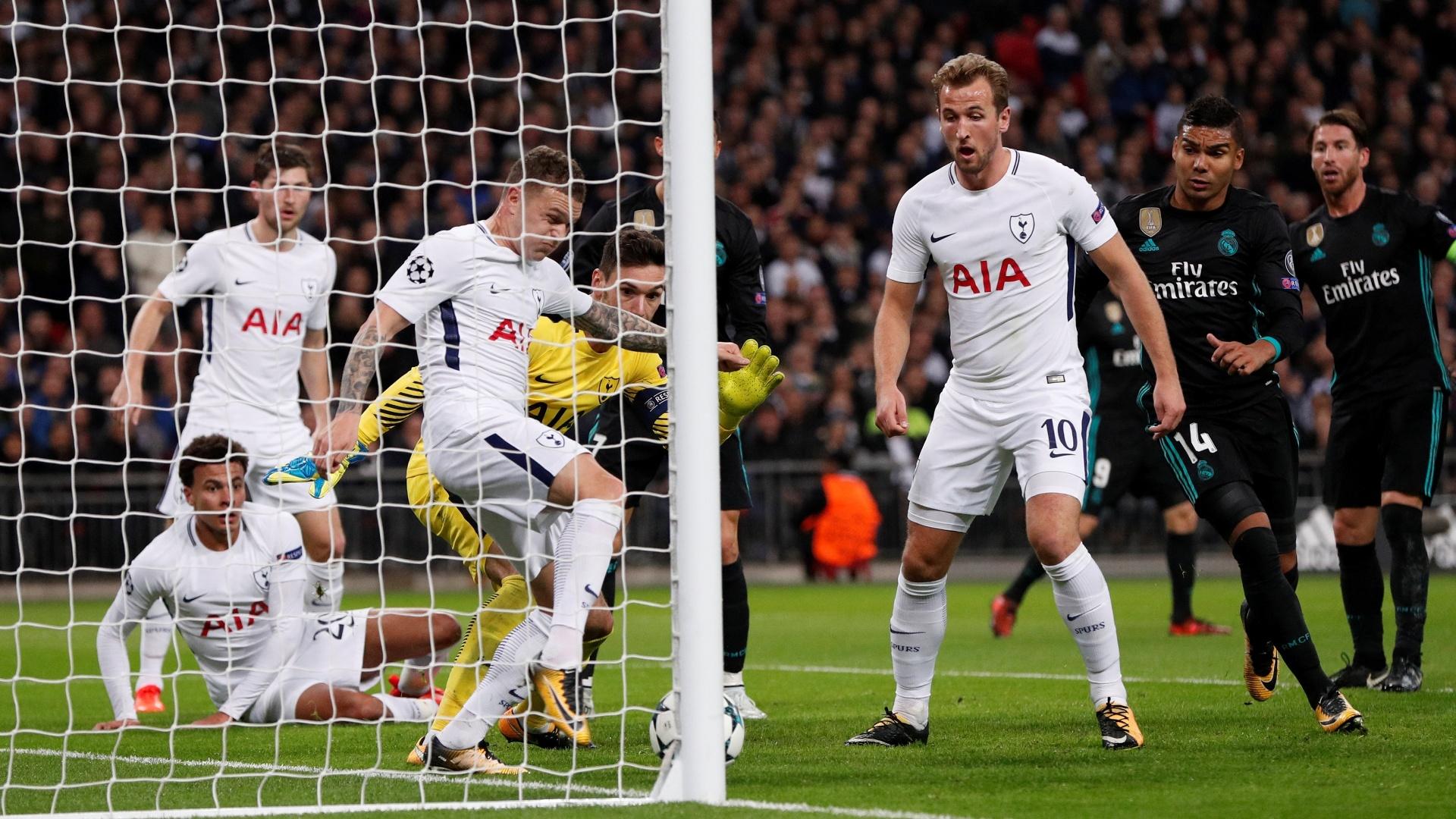 Trippier tira a bola em cima da linha e salva o Tottenham contra o Real