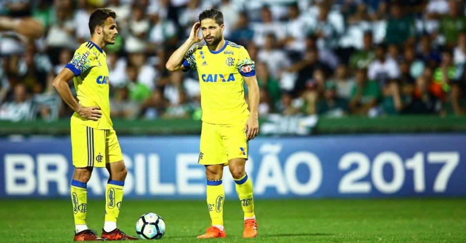 Renê e Diego na derrota do Flamengo para o Coritiba pelo Campeonato Brasileiro