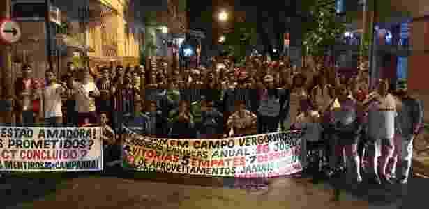Torcedores do Fluminense protestaram nesta terça-feira nas Laranjeiras contra o futebol - Arquivo Pessoal