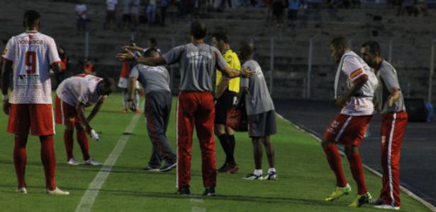 Jogadores do Rio Branco, time que Thiaguinho jogava, em partida do Paranaense