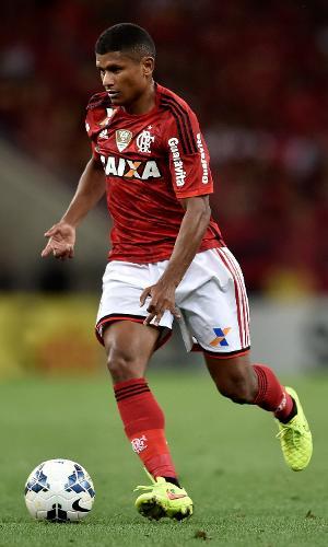 O volante Marcio Araújo em ação pelo Flamengo