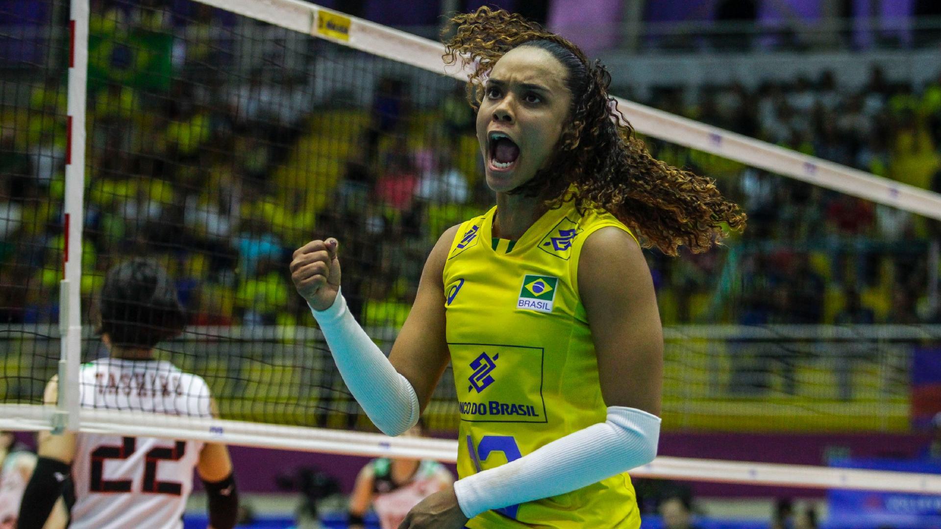 Amanda comemora ponto do Brasil contra o Japão