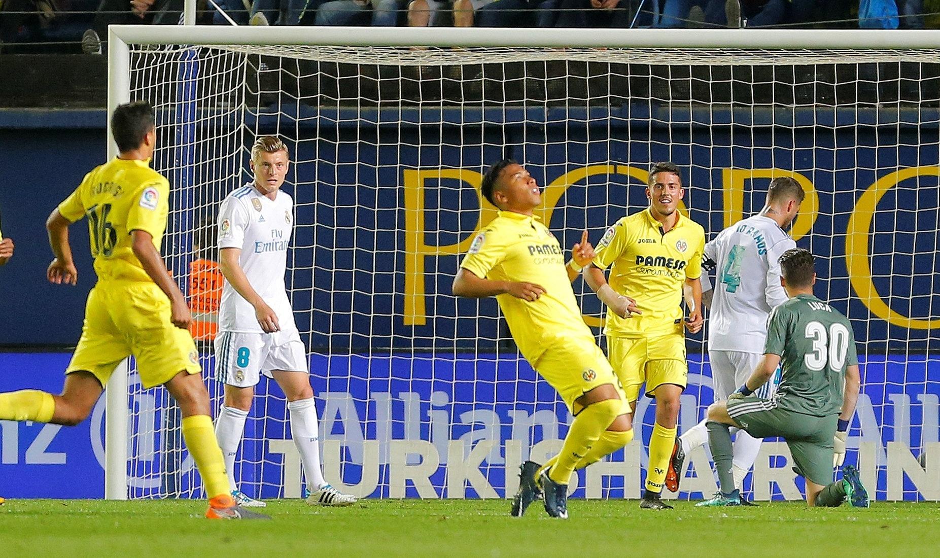 Luca Zidane observa enquanto Martinez marca pelo Villarreal contra o Real Madrid