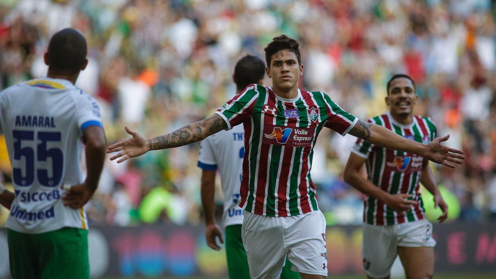 Pedro comemora gol do Fluminense contra a Chapecoense