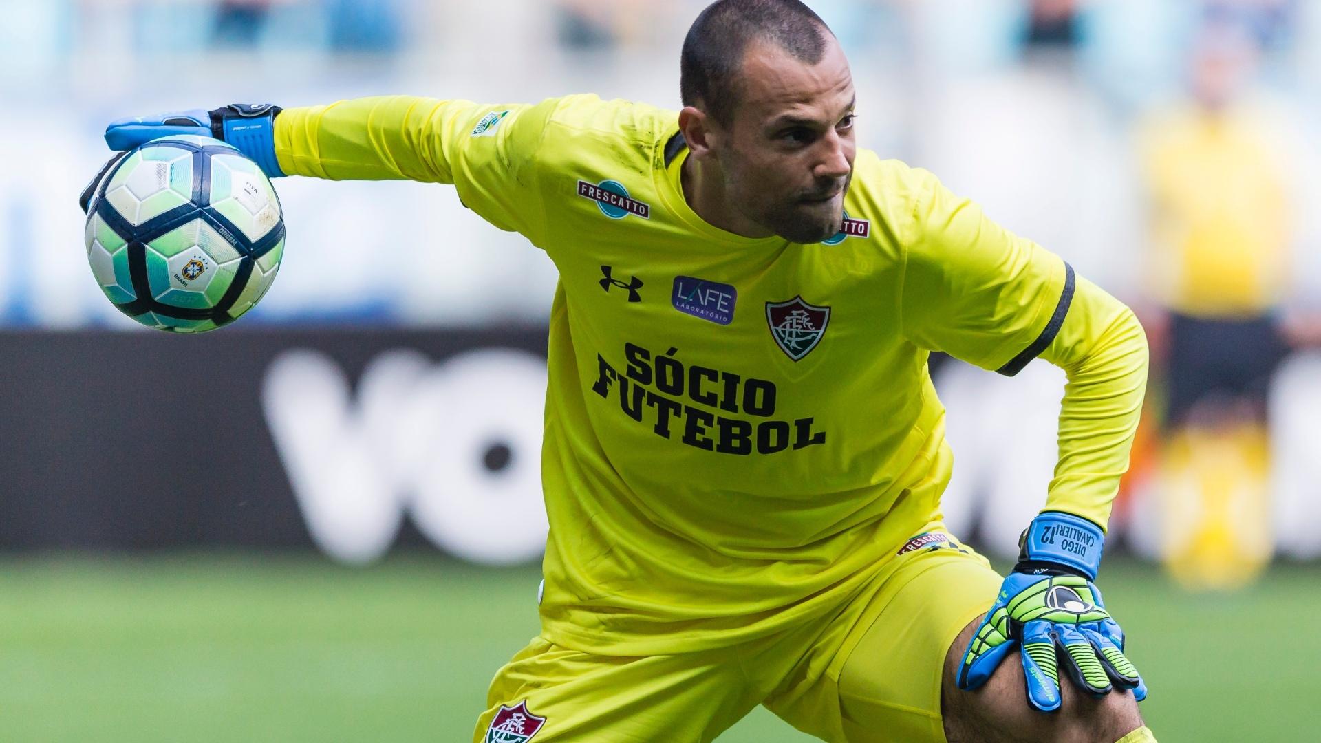 Diego Cavalieri, então goleiro do Fluminense, em ação durante partida em 2017