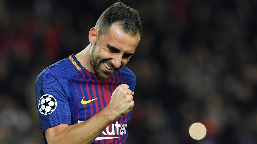 O atacante espanhol Alcácer comemora gol pelo Barcelona - LLUIS GENE / AFP