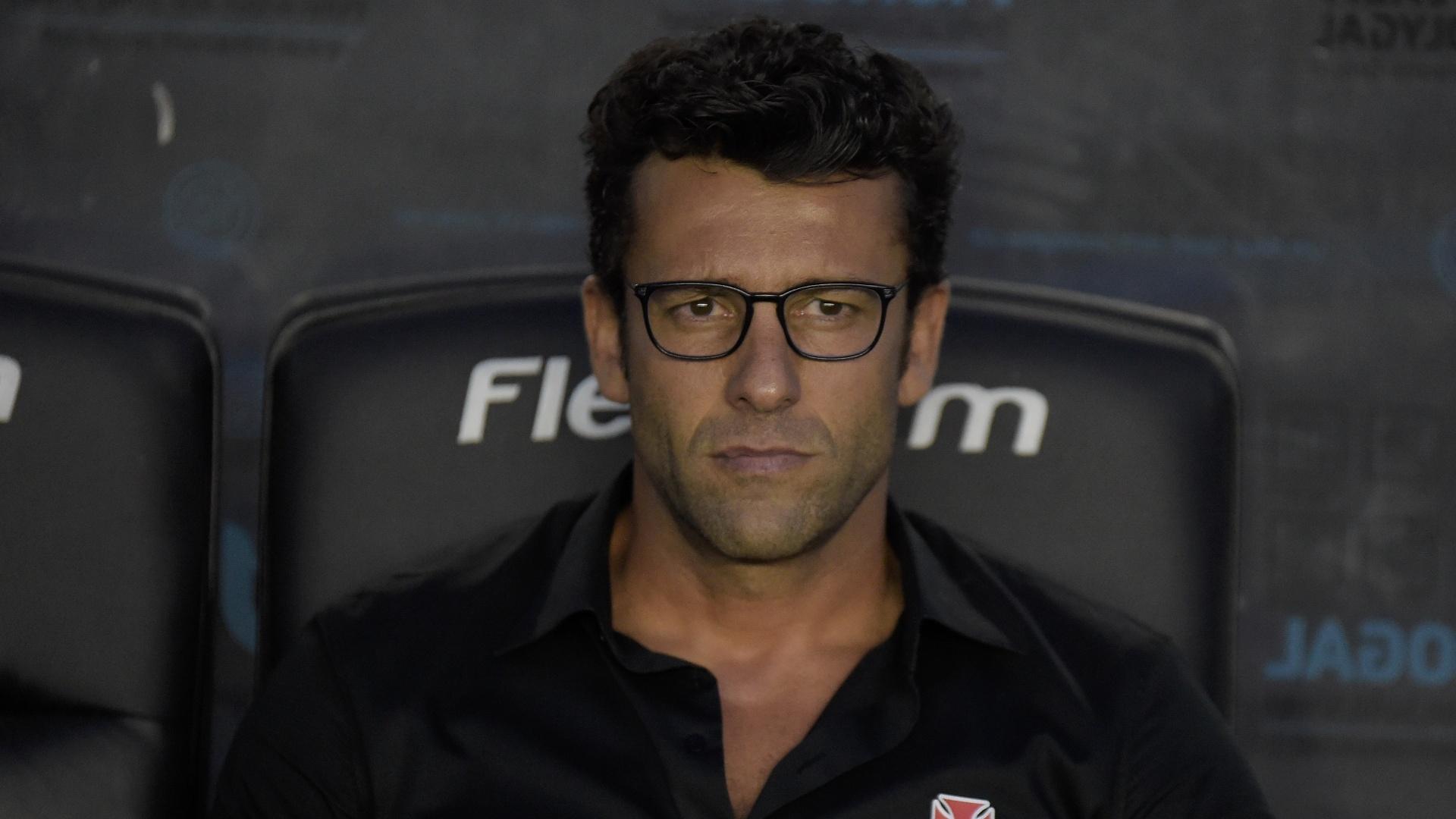 Alberto Valentim, técnico do Vasco durante jogo contra o Atlético-PR
