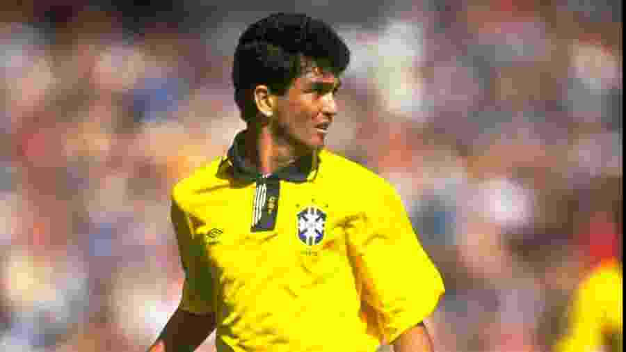 Bebeto em ação durante amistoso da seleção brasileira em 1992; atacante foi artilheiro da equipe nas Eliminatórias para a Copa de 1994 - David Cannon/Allsport