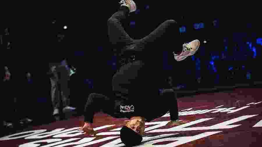 "Performance de um dançarino durante o ""Paris Battle Pro"", campeonato de Breakdance - LUCAS BARIOULET/AFP"