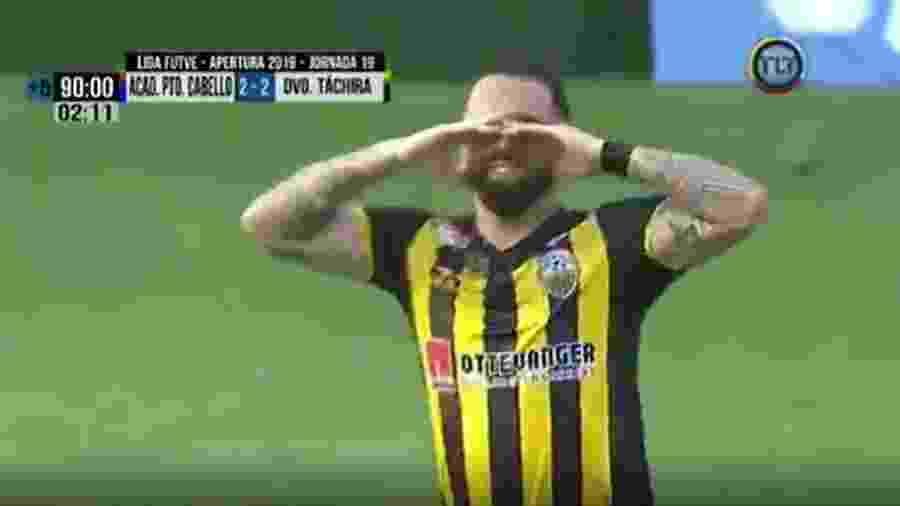 Giancarlo Maldonado chora após marcar pelo Deportivo Táchira  - Reprodução