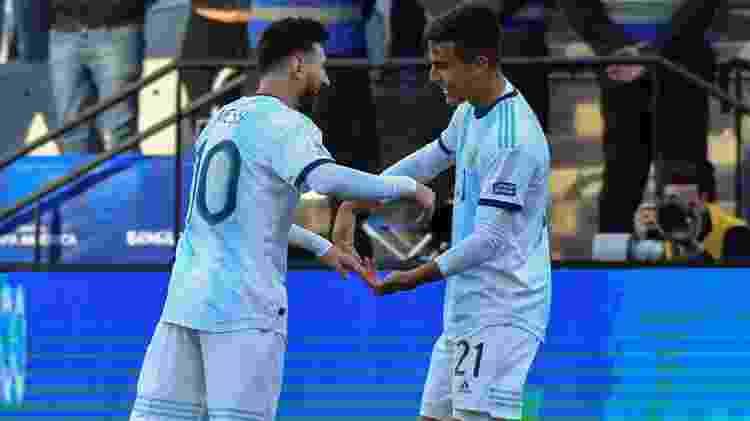 Dybala e Messi atuaram bem juntos no duelo contra os chilenos - Nelson Almeida/AFP