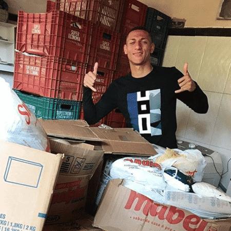 Richarlison arrecada 6,4 toneladas de alimentos após campanha - Reprodução/Instagram