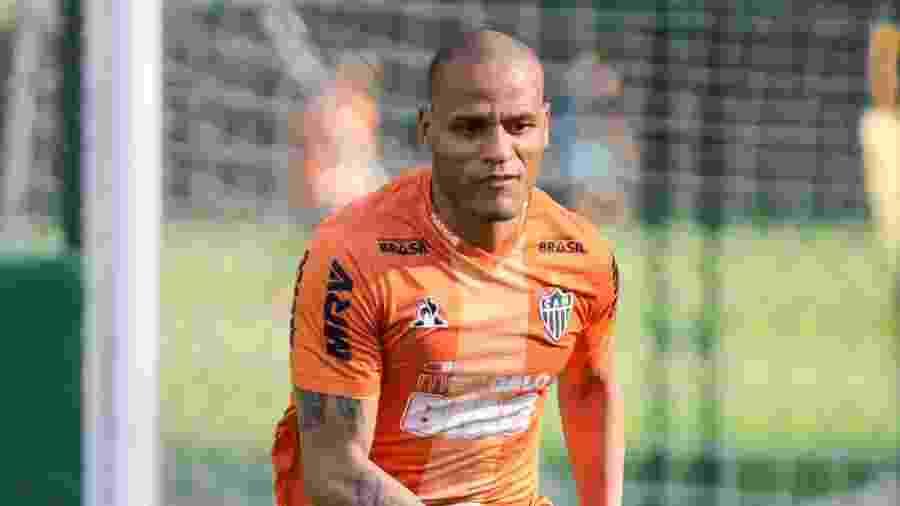 Patric em ação durante treino do Atlético-MG; lateral rescindiu com o clube - Bruno Cantini/Divulgação/Atlético-MG