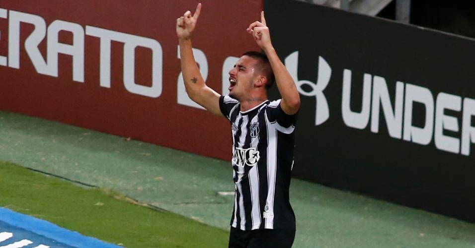 Thiago Galhardo comemora gol do Ceará contra o Internacional